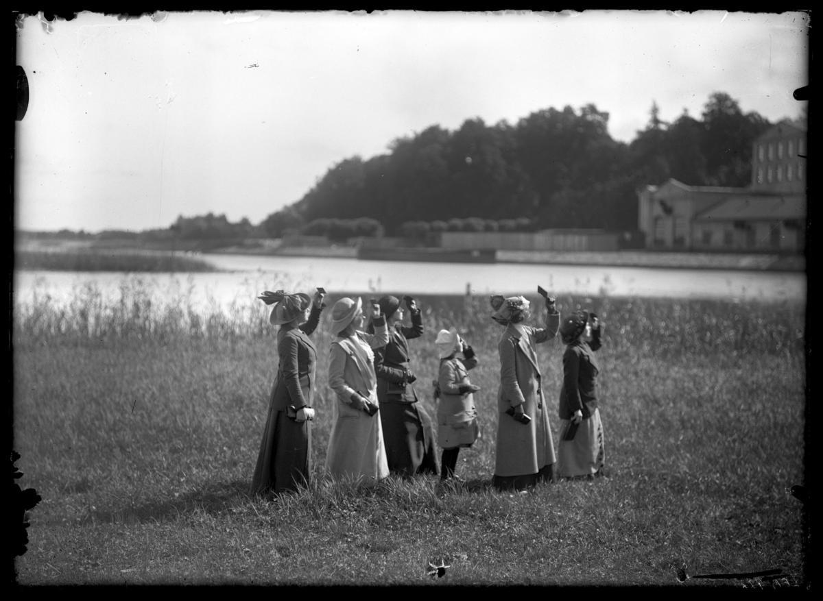 [EN/EE] 'Silver Girls. Retouched History of Photography' at Tartu Art Museum