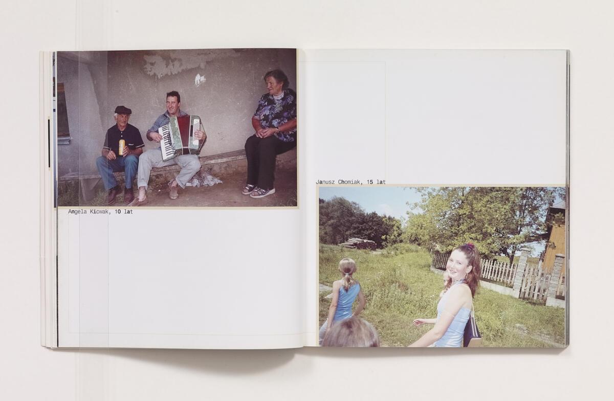 Piotr Janowski, 'Świat. Fotografie dzieci z Jasionki i Krzywej' (2002)